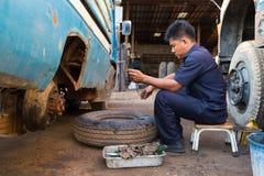 Meccanico di automobile professionista fotografia stock libera da diritti
