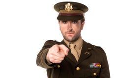 Meccanico militare che vi indica fuori fotografia stock