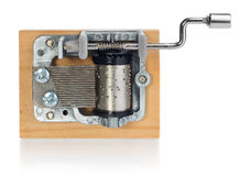 Meccanismo d'argento di Music Box con la maniglia su una plancia di legno Fotografia Stock