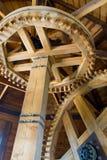 Meccanismo del frammento con gli ingranaggi di legno Immagini Stock Libere da Diritti