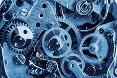 Meccanismo dell'orologio con gli ingranaggi e le parti fotografia stock libera da diritti