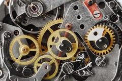 Meccanismo dell'orologio con gli ingranaggi e le parti fotografie stock libere da diritti