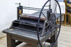Meccanismo di ingranaggi Dettagli di vecchia macchina antica per la fabbricazione delle incisioni immagini stock libere da diritti