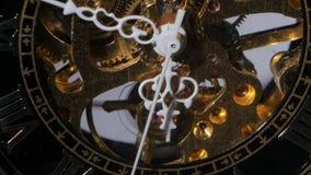 Meccanismo di lavoro dell'orologio Fine in su video d archivio