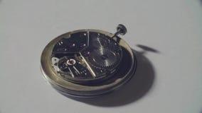 Meccanismo di lavoro di vecchio orologio archivi video