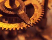 Meccanismo e dettagli di vecchio retro primo piano dell'orologio Immagini Stock