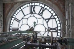 Meccanismo interno della torre di orologio immagini stock