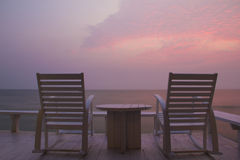 Mecedora en la terraza, salida del sol imágenes de archivo libres de regalías