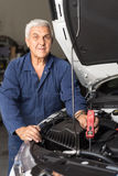 Mechanic in an automotive workshop Royalty Free Stock Photos