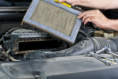 Mechanic changing car filter Royalty Free Stock Photos