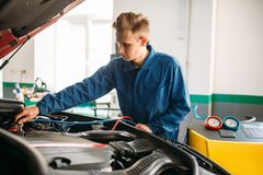 Mechanic connects air conditioning system. For diagnosis of freon. Conditioner diagnostic stock image