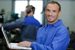 Free Mechanic Examining Car Engine With Help Laptop Royalty Free Stock Photography - 186437167
