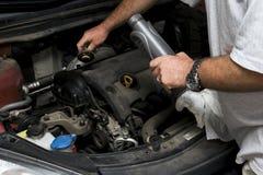 The mechanic fixes Royalty Free Stock Photos