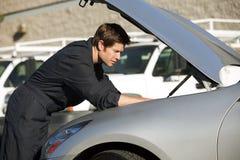 Mechanic fixing car Royalty Free Stock Photography