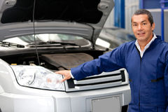 Mechanic fixing a car Stock Images
