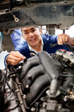 Mechanic fixing a car Royalty Free Stock Photography