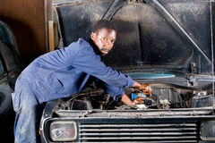 Mechanic fixing car Royalty Free Stock Photography