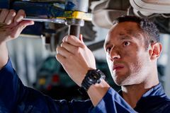 Mechanic in a garage Royalty Free Stock Photos