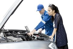 Mechanic with his client and broken car Royalty Free Stock Photos