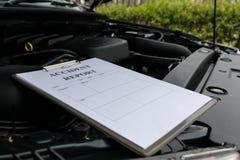 Mechanic Inspecting damage car Royalty Free Stock Images