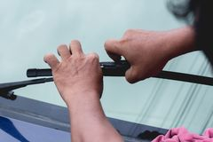 Free Mechanic Replace Windshield Wipers On Car. Replacing Wiper Blades Royalty Free Stock Photo - 154413575