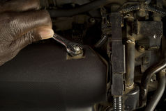 Mechanic servicing car Royalty Free Stock Photos