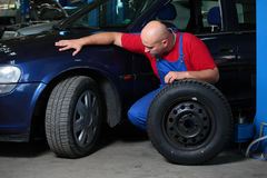 Mechanic servicing a car Royalty Free Stock Photography