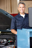 Mechanic working on car Royalty Free Stock Photos