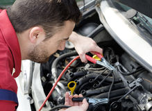 Mechanic working on car engine Royalty Free Stock Photos