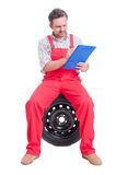 Mechanic writting on a clipboard Royalty Free Stock Photography