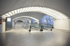Mechanical walkway in a modern building Royalty Free Stock Photography
