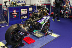 Mechanical working on Suzuki GSX-R1000 Team Fixi Crescent Suzuki Superbike WSBK royalty free stock photos