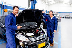 Mechanics fixing a car Royalty Free Stock Photography