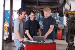 Mechanics Using Laptop Royalty Free Stock Image