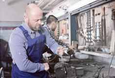 Mechanics working at workshop Royalty Free Stock Photography