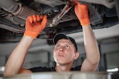Mechanik jest changind olej fotografia royalty free