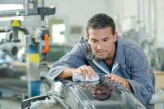 Mechanik polerownicza samochodowa część zdjęcie stock
