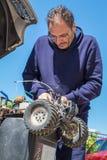 Mechanik pracuje outdoors Obraz Stock