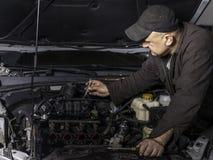 Mechanik przy pracą Zdjęcie Royalty Free