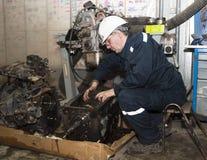 Mechanik za pracą w garażu Fotografia Royalty Free
