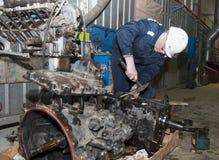 Mechanik za pracą w garażu Obraz Royalty Free
