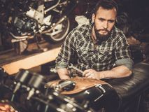 Mechanika i rocznika setkarza stylowy motocykl Fotografia Royalty Free