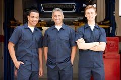 Mechaniker bei der Arbeit Stockfotos