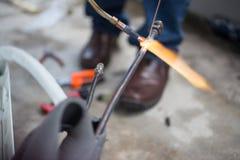 Mechaniker-Connecting-Rohr für Abkühlung Stockfoto