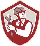 Mechaniker-Holding Wrench Shield-Kamm Retro- Stockbild