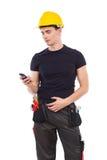 Mechaniker mit einem Telefon Stockfotografie