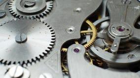 Mechanisch Clockwork Mechanism Works met van het de Bronslente en Metaal Radertjes stock video