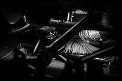 Mechanisch lassen onder zwart-witte vrachtwagen Stock Foto