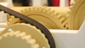Mechanisch ontwerp met toestellen media Toestellen die in bundels voor beweging werken stock video