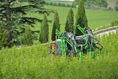 Mechanische Druif HarvestTrimming en bovenste laagje Stock Afbeeldingen